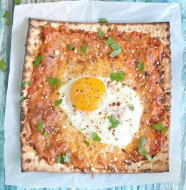 Breakfast Matzah Pizza